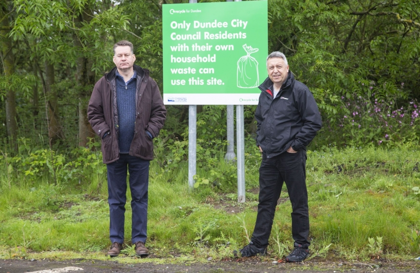 Murdo Fraser joins Angus Forbes at the Riverside Recyling Site